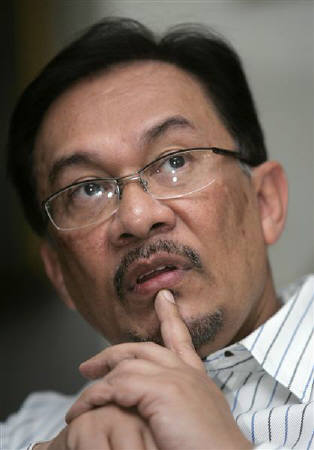 Anwar Ibrahim - January 10, 2007, Kuala Lumpur. Anwar on Tuesday questioned the integrity of Malaysia's purchase of Russian warplanes, and asked the police and the anti-corruption agency to probe the deal. REUTERS/Zainal Abd Halim (mymalaysia)